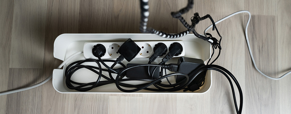 Cable box with cables