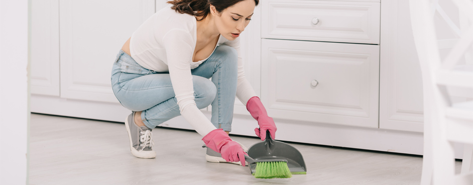 How-To-Deep-Clean-Kitchen-Floor-dust brush and dust pan