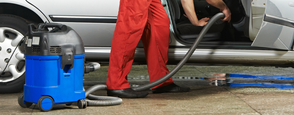 cleaning car with shop vac