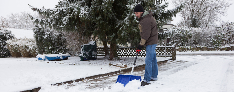 how to keep your driveway clear during snow season