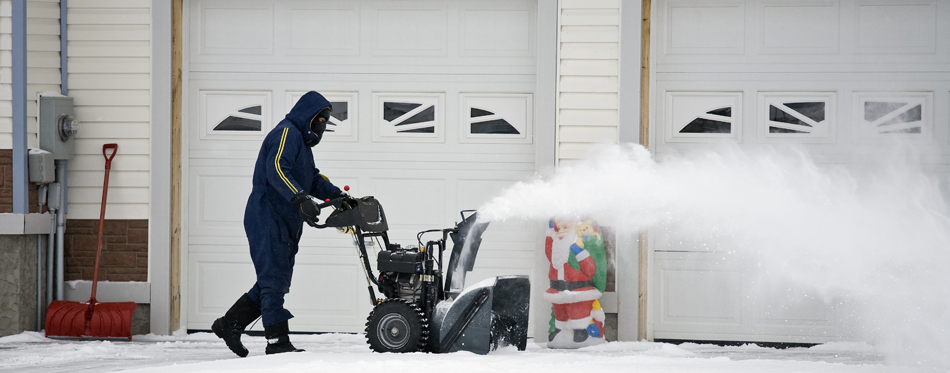 how to keep your driveway clear during snow season with snowblower