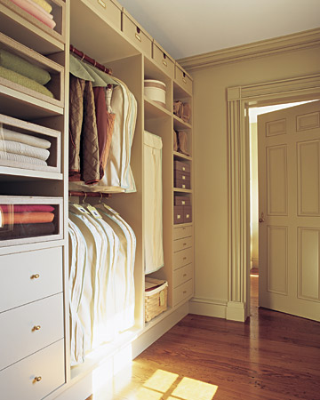 Martha Stewart S On Maximizing Your Closet Space Unclutterer