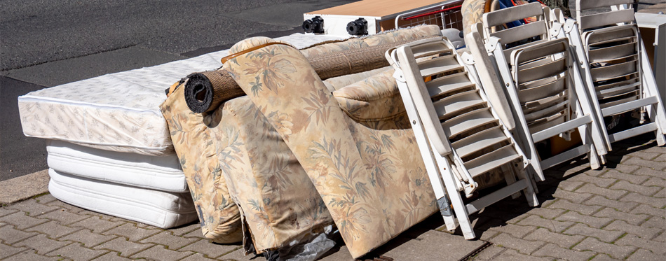 old-mattresses-on-the-street