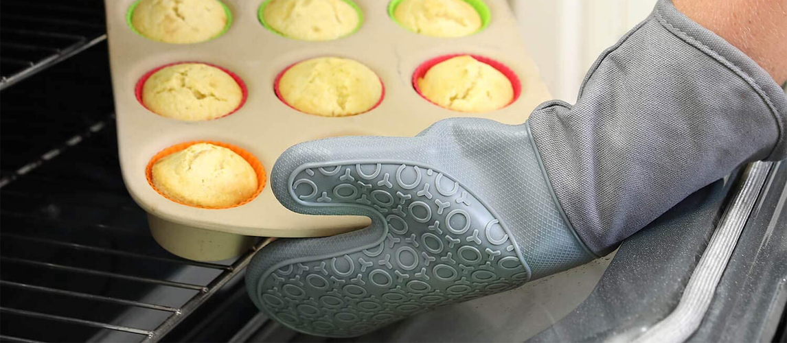 oven gloves in use
